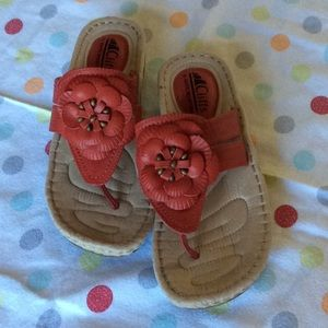 Cliffs by White Mountain NWT Sandals 7 1/2 M Red